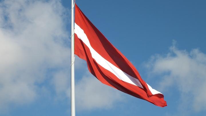 Латвийский министр на примере бутерброда показал, как создать политический союз