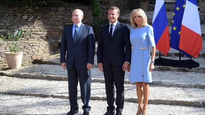 Это было больно: Таблоиды о встрече Путина с Макроном во Франции