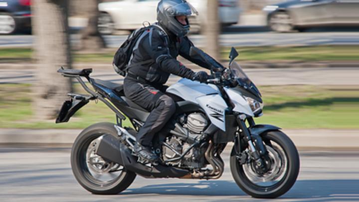 На севере Читы мотоциклист повредил два микроавтобуса