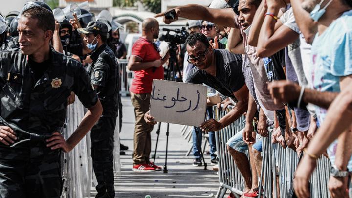 Как не пострадать за революцию? Русским в Тунисе дали четыре важных совета