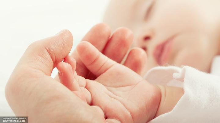 Ученые назвали причину спада рождаемости в России