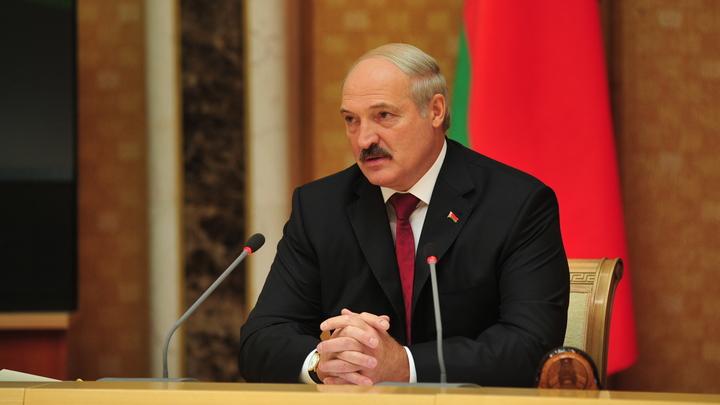 Лукашенко уже пакует чемоданы? Bloomberg узнало, куда сбежит президент после свержения