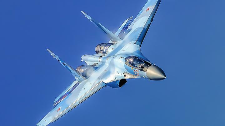 Русский Су-35 отработал манёвры на разведчике США