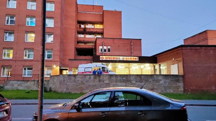 В Смольном рассказали, сколько в больницах осталось свободных коронавирусных коек