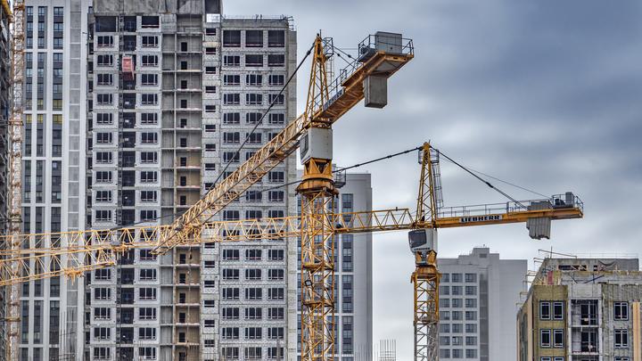 При падении строительного крана в Московской области никто не пострадал