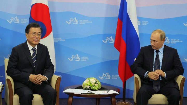 Мун Чжэ Ин одарил Путина олимпийскими игрушками