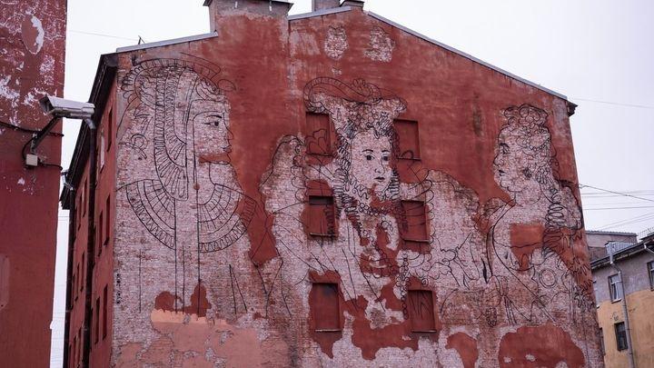 Оказались вне закона? В Петербурге уничтожили портрет Екатерины II вместе с ликами других цариц