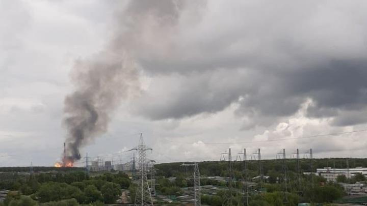 Огненная колонна, сирены и паника: Огромный пожар на Северной ТЭЦ в Подмосковье сняли на видео