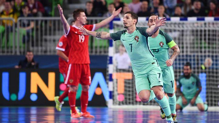 Португальцы извинялись, но с помощью судей обыграли сборную России на чемпионате Европы