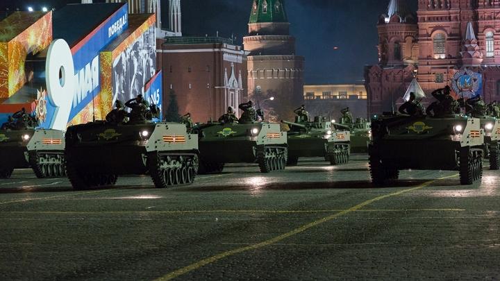 Держись, Америка: Супероружие России показывают на репетиции парада Победы в Москве - видео