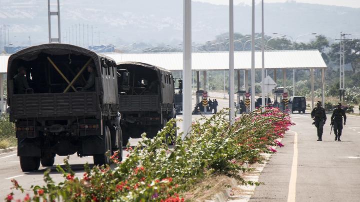 Армия Венесуэлы перекрыла границу с Колумбией, чтобы не допустить гумпомощь США