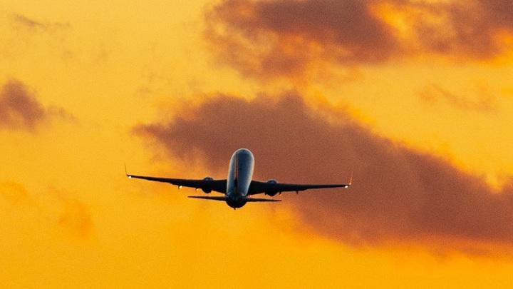 Готовится экстренная посадка в Москве: У самолёта из Сочи вышёл из строя двигатель. На борту 161 человек