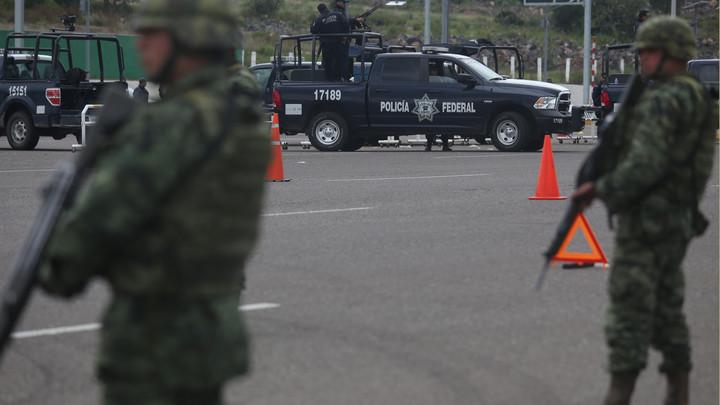В городе паника и уличные бои: В Мексике боевики наркокартеля отбили у силовиков сына наркобарона Коротышки