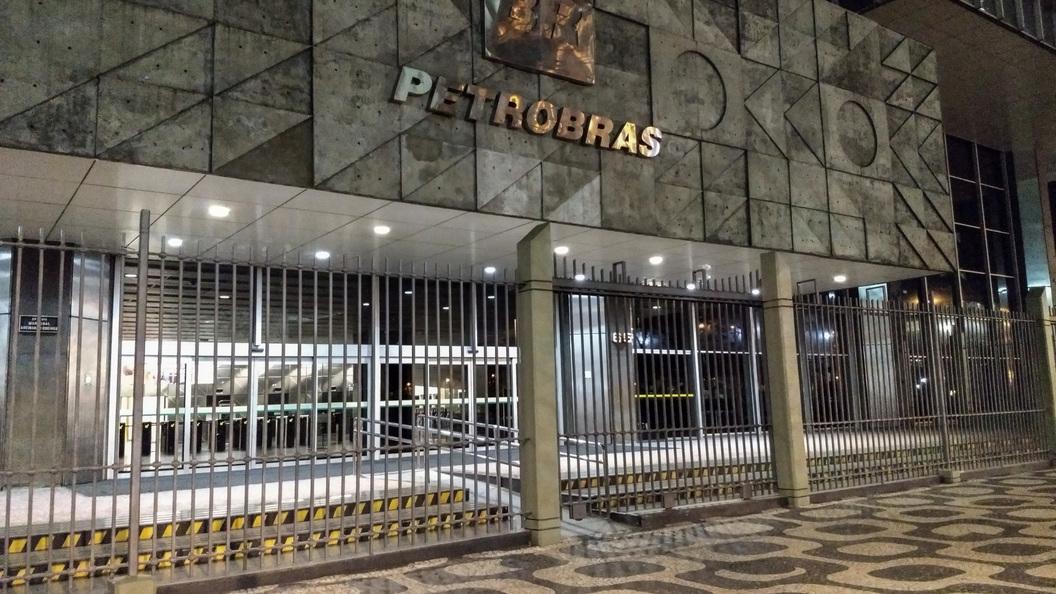 Бразильская энергетическая компания Petrobras продает два месторождения