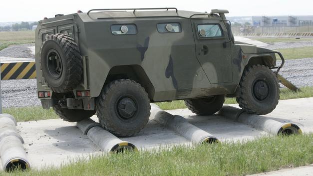 Российские военные поохотились с «Тигра» на беспилотники