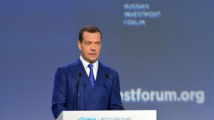 Остается только шутить: Медведев напугал заместителей ротацией