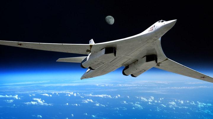 Российские ракетоносцы Ту-160 совершили 10-часовой полет над акваторией Карибского моря