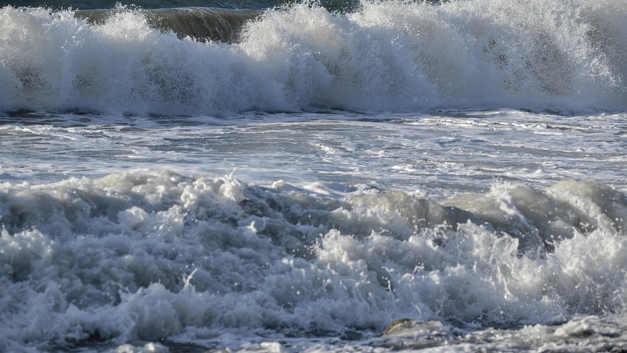 В севшем на мель пароме у берегов Индонезии погибли четверо пассажиров