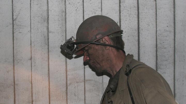 Луганские шахтеры устроили подземную забастовку, требуя зарплат