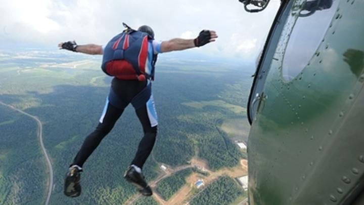 В Челябинской области парашютист упал с высоты 1000 метров