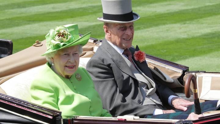 Счастливы вместе: Королева Елизавета и принц Филипп отметили 73-ю годовщину брака