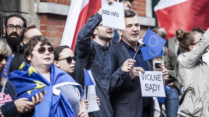 ЕК запустила отсчет дней до лишения Польши права голоса в Совете ЕС