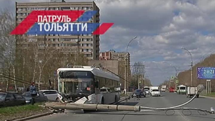 В Тольятти троллейбус снес столб, потому что водителю стало плохо