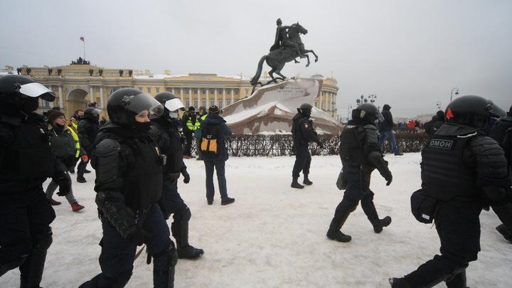 Росгвардеец, посмеявшийся над тем, как ударили в Петербурге женщину, стал безработным