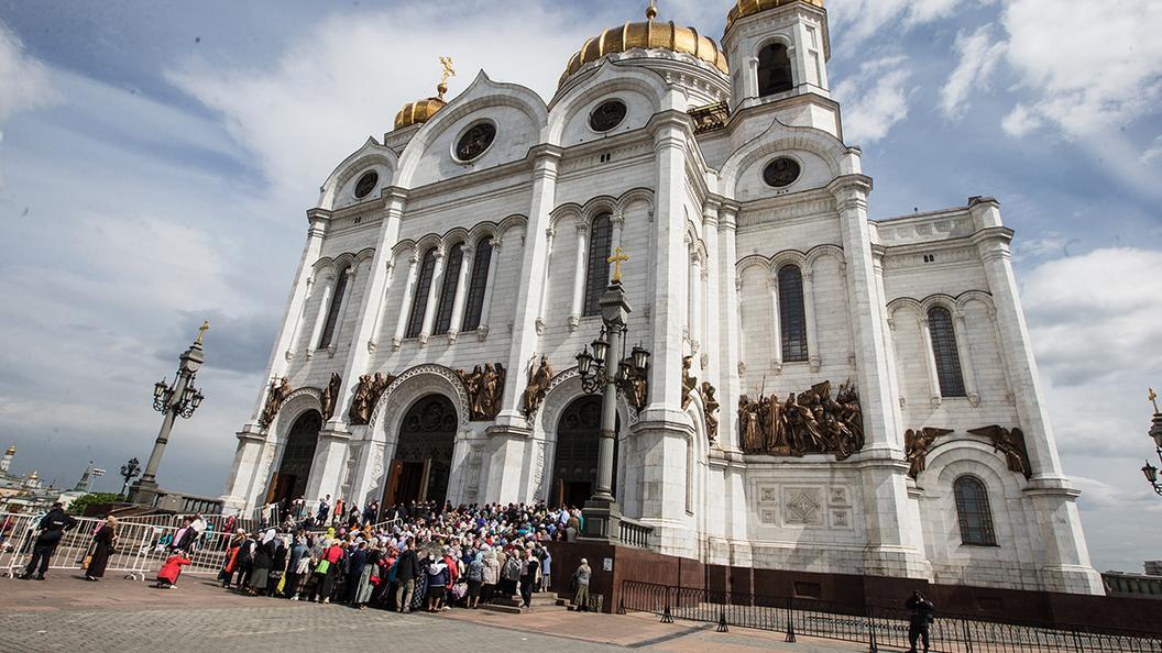 Над храмом Христа Спасителя увидели лик Святителя Николая