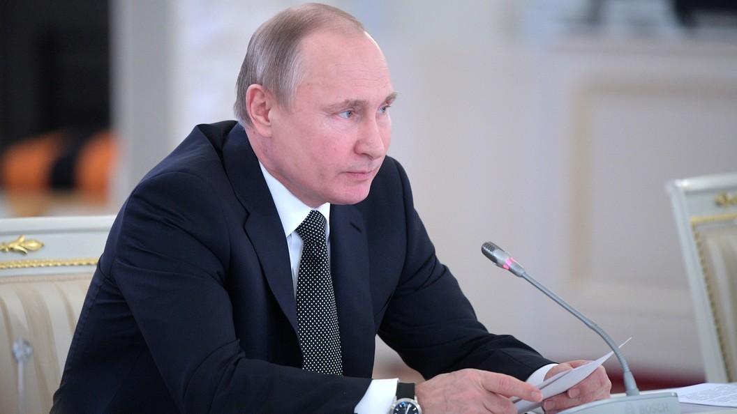 Путин распределил гранты для творческих проектов