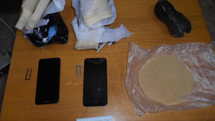 Вам посылка: неизвестный забросил в Оловяннинскую колонию пачку дрожжей и два телефона