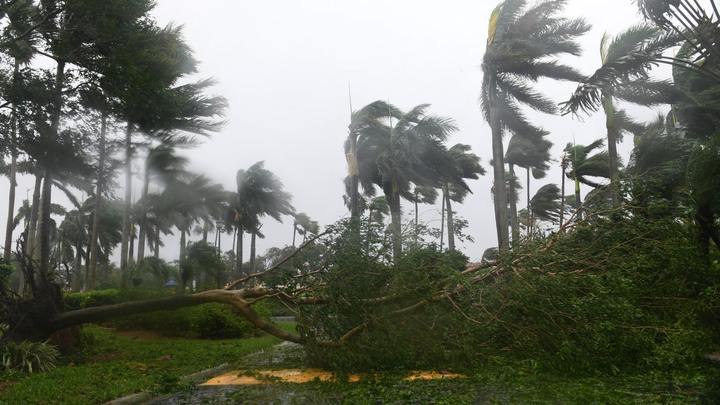 На смену Ирме на запад из Атлантики движется тропический шторм Ли