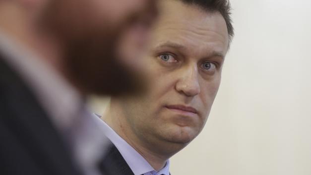 «Чтобы, не дай бог, не ударился мизинцем» - доставка Навального в суд обросла анекдотами