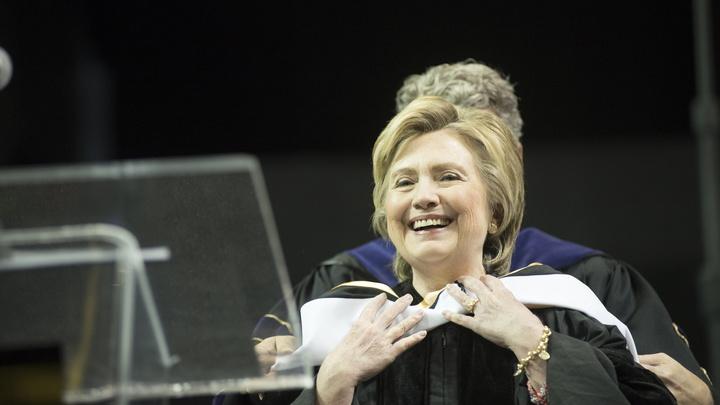 Лидер демократов обрушился с критикой на предвыборную кампанию Клинтон
