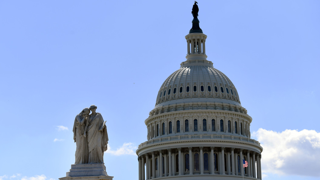 Демонстранты попытались штурмом взять здание конгресса в США