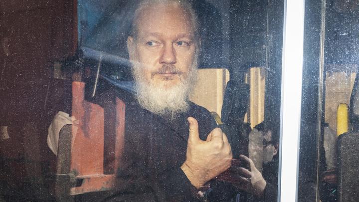 Какие пытки ждут основателя WikiLeaks в США: Экс-сотрудник американских спецслужб привел несколько примеров