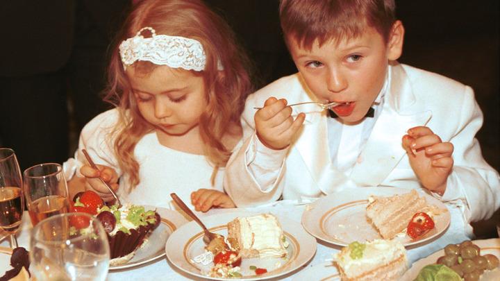 Король Бельгии угостил малышей из Сибири пирогами