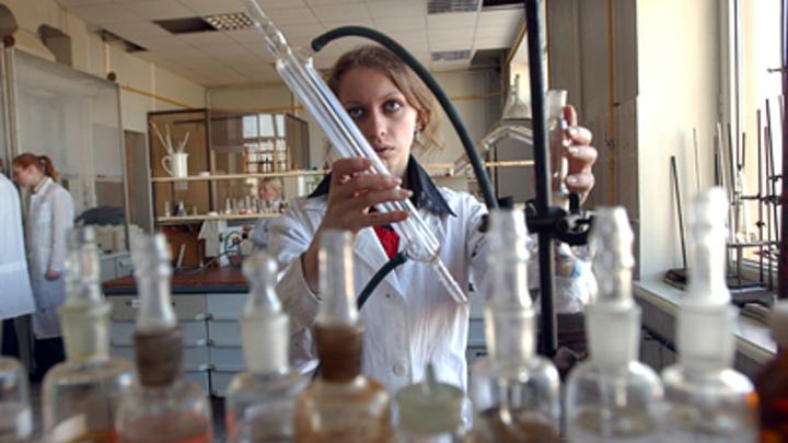 Школы Курганской области открывают профильные классы по химии и биологии