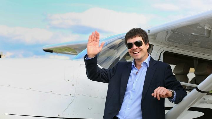 Ради личного самолета бизнесмен обманывал сотни матерей по всей России
