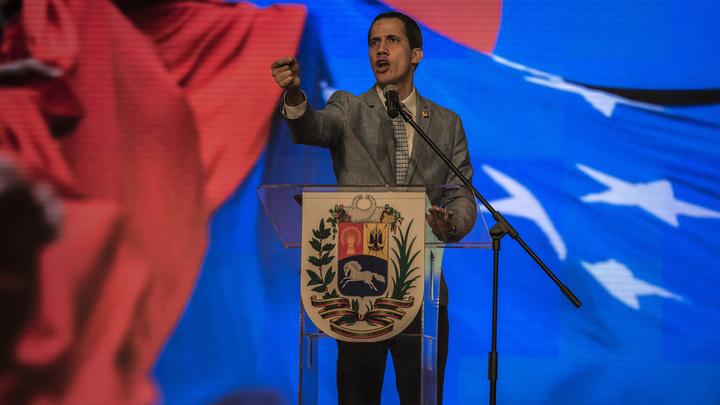 Пока только камешки: США напрямую переманивают военных на сторону Гуайдо - Reuters
