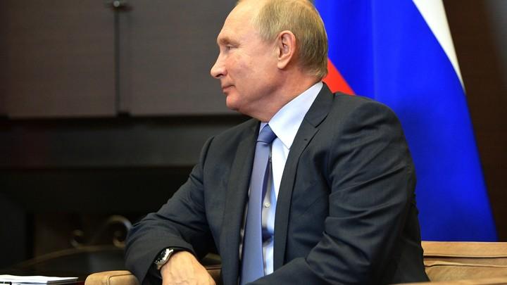 Главное, чтобы знал, с кем целоваться: Путин дал позитивное напутствие главе студотрядов