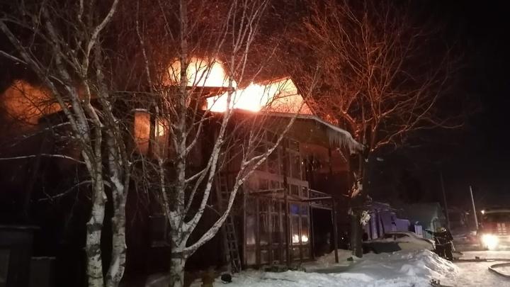 В Суздале ночью сгорел большой частный дом