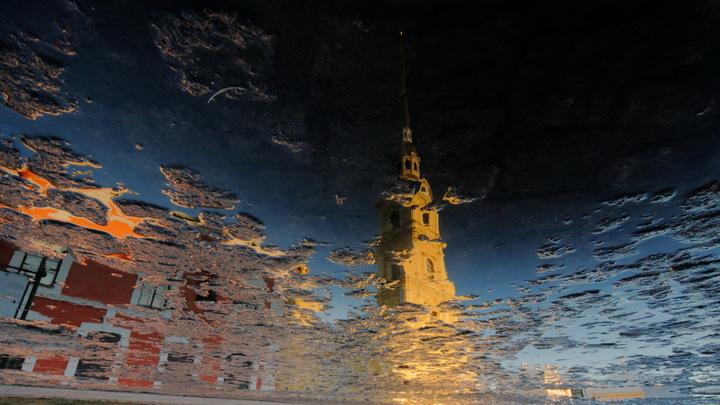 Штормовой ветер перевернул Радость возле набережной канала Грибоедова