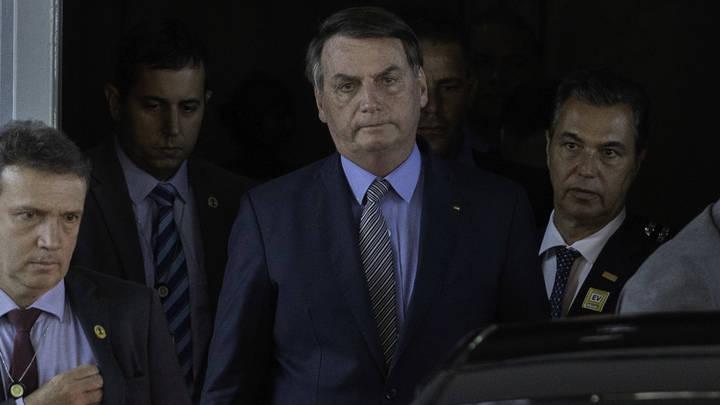 Чудес творить не умею: Президент Бразилии развёл руками перед смертоносным COVID-19