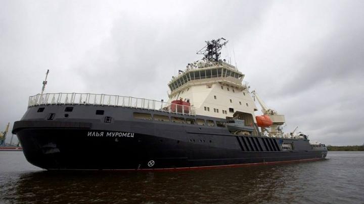 «Илья Муромец» впервые провел атомную подлодку через льды Белого моря