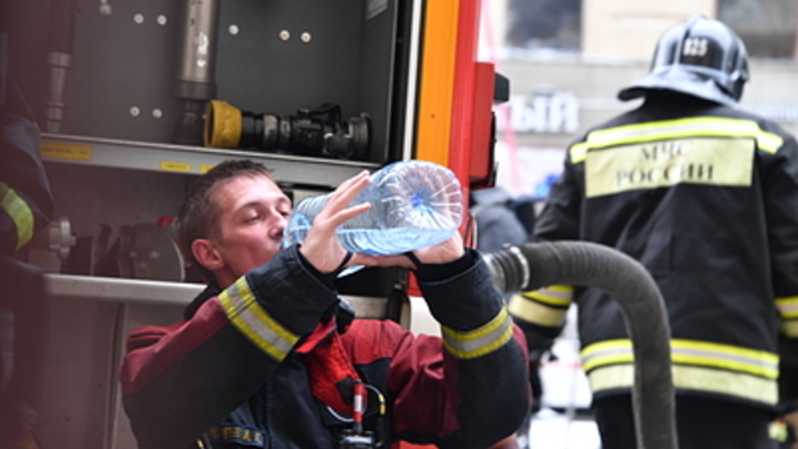 В Челябинской области пожарные спасли из горящей многоэтажки 10 человек
