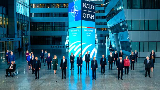 Двойная угроза: США стимулируют европартнёров для сдерживания России и Китая