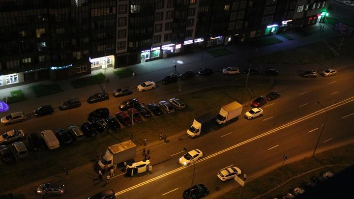 В Мурино перевернулось такси с пассажирами: проезду помешала «Газель»