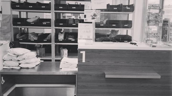 Некому выдавать посылки. В Челябинске на почтовом отделении заболели все сотрудники