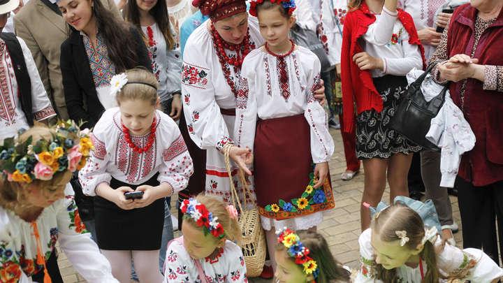 Траур по «красному террору» на Украине закончился зажигательным гопаком - видео